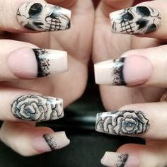 Skulls n roses by from Nail Art Gallery - Nails ^~^ - halloween nails Skull Nail Art, Skull Nails, Nail Art Halloween, Halloween Nail Designs, Fancy Nails, Pretty Nails, Ongles Goth, Hair And Nails, My Nails