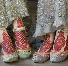 Dreamy crystals and color palettes to complement your bridal and formal outfits. Get free jutti consultation for your big day. Book your… Indian Henna Designs, Legs Mehndi Design, Wedding Mehndi Designs, Beautiful Mehndi Design, Mehndi Designs For Hands, Leg Mehndi, Foot Henna, Mehendi, Henna Mehndi