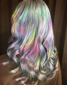 Holographic hair. Reminds me Northern Lights ~~ Holographic hair coloring explained. How to do it? What is it? The best holo opal hair makeup examples | CircleTrest