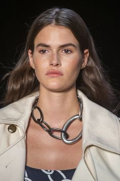 Monse at New York Fashion Week Spring 2019 - Details Runway Photos Trendy Fashion Jewelry, Fashion Jewelry Necklaces, Jewelry Gifts, Jewelry Accessories, Fashion Accessories, Fashion Jewellery, Pearl Jewelry, Pendant Jewelry, Chain Jewelry