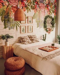find tons of room inspiration in this quirky and colorful interior design ideas 21 - censiblehome Colorful Interior Design, Colorful Interiors, Bohemian Bedroom Decor, Floral Bedroom, Decor Room, Aesthetic Rooms, Dream Rooms, Cool Rooms, My New Room