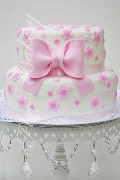 Flor & # s Bakery: Baby Cake with Bun - Babyshower Pink Cake Ideen Baby Cakes, Girl Cakes, Baby Shower Cakes, Cake Decorating Videos, Birthday Cake Decorating, Cake Decorating Techniques, Pretty Cakes, Cute Cakes, Beautiful Cakes