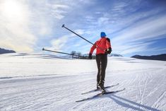 One of the most interesting winter sports to learn before we die is cross country ski. It's different from downhill skiing by techniques and equipment. Let's learn how to cross country ski Roller Skating, Ice Skating, Ligament Tear, Recreational Activities, Winter Scenery, You Are The World, Cross Country Skiing, Winter Sports, Outdoor Activities