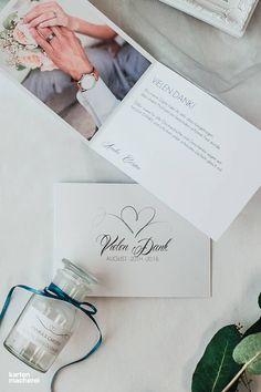 Ganz klassische Dankeskarte, um euren Gästen nach der Hochzeit Danke zu sagen. Die Karte 'Herzschlag' ist ganz dezent in ihrer Erscheinung.