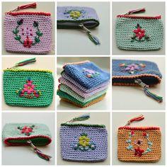 En dan zijn we alweer aan het eind van de zomer gekomen!Ik vind dit altijd wel een fijne tijd van het jaar.Al moet ik er wel weer aan wennen dat de dagen alweer korter worden. Ook al was ik een tijdj Crewel Embroidery, New Crafts, Crotchet, Purses And Bags, Coin Purse, Wallet, Retro, Blog, Crochet Bags
