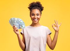 Smiling girl shows money cash and excellent sign, demonstrates that everything is fine. Photo of african american girl wears casual outfit on yellow background. Emotions and pleasant feelings concept. Earn Money From Home, Make Money Online, How To Make Money, Sell Your Stuff, Things To Sell, Clear Aligners, Teeth Straightening, African American Girl, Online Work From Home