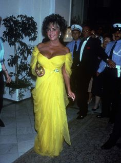 Wearing a lemon yellow off-the-shoulders gown, Elizabeth Taylor stole the show at the Deauville American Film Festival in Deauville, France, January 1985.