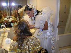 Dayana Colmenares Miss Venezuela Internacional con un Hermoso Traje de Llanera Brindándole apoyo a Mis Colombia en el Certamen de Miss International 2008..