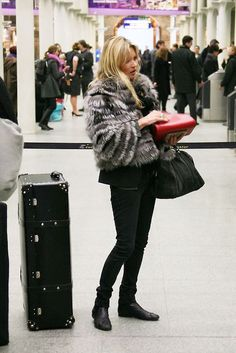 Kate Moss street style. Black jeans, boots, fur