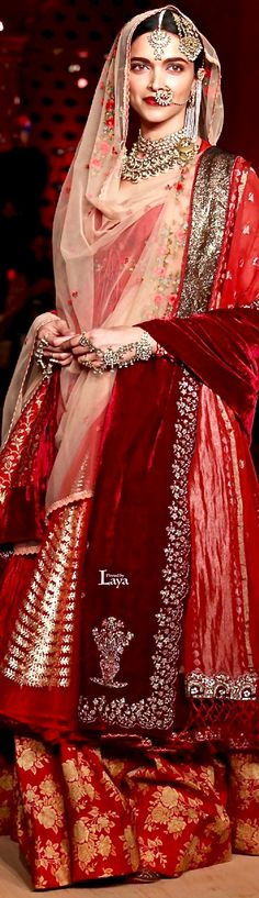 Anju modi- love the velvet dupatta Pakistani Dresses, Indian Dresses, Indian Outfits, Indian Attire, Indian Wear, India Fashion, Asian Fashion, Style Deepika Padukone, Caftan Gallery