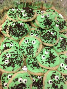 Green cookie bugs Bug Party Food, Bugs, Cookies, Cake, Green, Desserts, Crack Crackers, Tailgate Desserts, Deserts