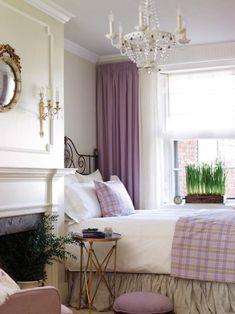 Dormitorio con chimenea. Blanco y malva