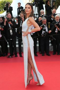 We need to talk about the incredibly sexy dress Alessandra Ambrosio wore to the premiere of The Unknown Girl at the Cannes Film Festival. The silver gown by Alessandra Ambrosio, Sexy Dresses, Nice Dresses, Talons Sexy, Mode Glamour, Festival Looks, Festival 2016, Fashion Gallery, Celebrity Look