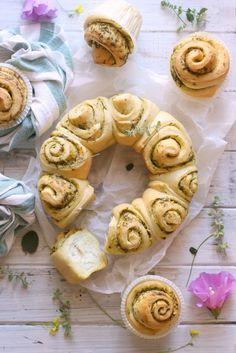 Il pane al pesto di erbe aromatiche è un pane super morbidissimo, dall'odore…