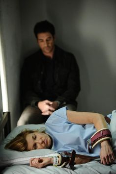 Connie Britton as Vivian and Dylan McDermott as Ben, season 1
