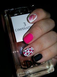 Идея дизайна ногтей. Черно-розовый. Матовый маникюр