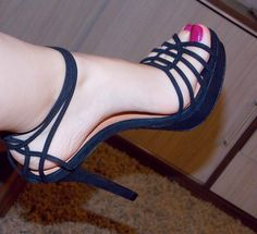 great sandal and love the painted toes