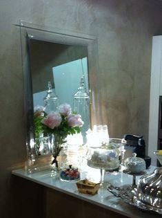 CUCINA MODERNA LACCATA BIANCA CON PENISOLA Interior Design Studio, Oversized Mirror, Chic, Furniture, Home Decor, Trendy Tree, Nest Design, Shabby Chic, Decoration Home