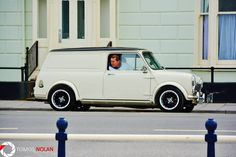 White mini van classic with black roof Fancy Cars, Cool Cars, Retro Cars, Classic Mini, Vans Classic, Mini Clubman, Cars Uk, Cabriolet, Power Cars