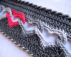 CROCHET PATTERN  Sweetheart Scarf  a linked heart door TheHatandI, $5,00