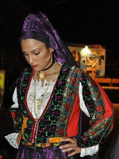 Costume of Lodè