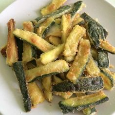 Crispy baked zucchini, simple but tasty recipe! - baked crispy courgettes Informations About Zucchine croccanti al forno, ricetta semplice ma sfiziosa - Vegan Recipes, Snack Recipes, Cooking Recipes, Kenwood Cooking, Sicilian Recipes, Antipasto, Greens Recipe, Light Recipes, Vegetable Recipes
