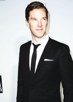 CALLING ALL CUMBERBABES i need Help i'm writing a fan fiction and i'm stuck if you had to buy a Christmas gift for Ben and you'd only been dating a few weeks, What would you get him? Help me Cumbercookies you're my only hope!
