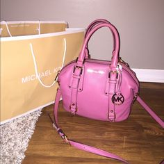 """Just InMichael Kors Bedford Small Satchel ⭐️NWT⭐️MK Bedford Small Satchel❤️ MICHAEL Michael Kors satchel in soft venus leather in color """"Tulip"""" ❣Rolled top handles; buckled straps extend down body. ❣Removable, adjustable shoulder strap. ❣Hanging circle logo charm. ❣Extended zip-top closure. ❣Logo plate at top center. ❣Logo jacquard lining I have the MK leather treatment from the MK Store I can do for you for 5$ extra pls let me know beforehand if your interestedNO TRADES Michael Kors Bags…"""