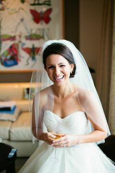 SHORT VEILS - Fountain veil What: A veil gathered at the crown of the head which cascades over the shoulders to form a fountain shape. Usually shoulder or elbow length. Best for: This is a versatile shape that will complement most styles.
