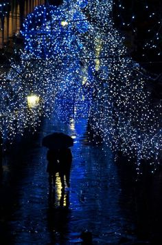 Take a Romantic stroll on a Christmas night #Venice Italy