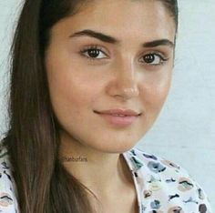 Is that really Hande? Beautiful Girl Photo, Beautiful Love, Most Beautiful Women, Cute Love Couple, Hande Ercel, Turkish Beauty, Cute Poses, Power Girl, Girl Poses