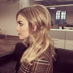 Another look at Perrie's hair :) I love it! It's a really good look for her,I think, but the pink ombre will always be my favorite...And her hair before this. :D