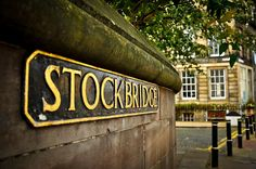 We love looking at Stockbridge. It's a place where artists, musicians, poets and writers have long made their homes. England And Scotland, Edinburgh Scotland, England Uk, Edinburgh Sights, Visit Edinburgh, Stockbridge Edinburgh, Outer Hebrides, West End, Street Signs
