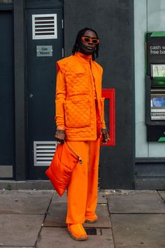 Orange Is the New Black, According to Street Style at London Fashion Week Men's - Fashionista London Fashion Week Mens, Paris Fashion, Orange Fashion, Cool Street Fashion, Street Style Looks, Couture, Street Wear, Men Street, Ideias Fashion
