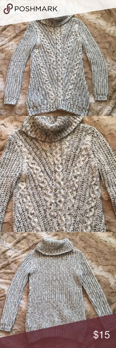 Grey sweater White and grey Merle yarn with beautiful knit pattern in front of sweater.  26% wool, 68% acrylic.  Skinny style.  Great condition- no Pulls, rips or flaws. Forever 21 Sweaters Cowl & Turtlenecks