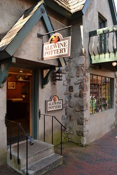 Alewine Pottery - Beautiful pottery shop located in Gatlinburg. This is a shop definitely worth stopping for. http://www.visitmysmokies.com/what-to-do/gatlinburg-shopping/