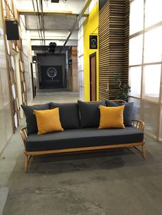 ercol jubilee Ercol Sofa, Ercol Furniture, Hall And Living Room, Living Room Sofa, Dining Bench, Dining Room, Mid Century Modern Living Room, Sofa Ideas, Daybed