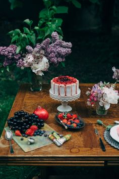 Ladyfinger dessert | Design by Mymoon | Photo by Pierre Atelier | 100 Layer Cake #sweets #table #decor
