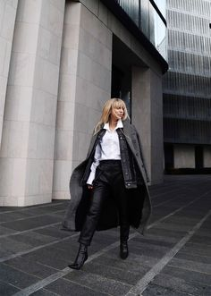 Minimalism has an unending appeal—and the same is true of minimalist fashion. But figuring out how to construct the perfect minimalist wardrobe can be a challenge. Here, 47 minimalist outfit ideas you can wear during any time of year. Warm Outfits, Mode Outfits, Fashion Outfits, Fashion Trends, Fashion Styles, Fashion Ideas, Beautiful Black Dresses, White Dresses For Women, Minimalist Wardrobe