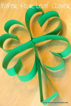 Meaningful Mama: Four Leaf Clover Paper Art for St. Patricks Day Sending this tu… Meaningful Mama: Four Leaf Clover Paper March Crafts, St Patrick's Day Crafts, Spring Crafts, Holiday Crafts, Holiday Fun, Fun Crafts, Craft Activities, Preschool Crafts, Paper Art