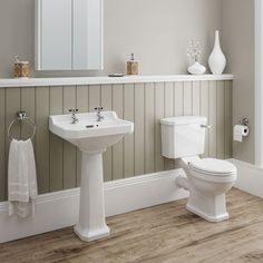 Still a bit angular – maybe a compromise? Discover our beautifully crafted Darwin 4 Piece Traditional Bathroom Suite. A brilliant choice if you want authentic period looks. At Victorian Plumbing. Very Small Bathroom, Modern Bathroom Design, Bathroom Interior Design, Bathroom Styling, Bathroom Designs, Modern Design, Bad Inspiration, Bathroom Inspiration, Garden Inspiration