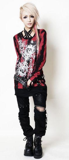 another kind of goth style? Gyaru Fashion, Harajuku Fashion, Emo Fashion, Gothic Fashion, Fashion Outfits, Steampunk Fashion, Nu Goth, Grunge Goth, Visual Kei