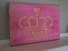 Die Leinwand wurde mit hochwertiger pinker Acrylfarbe bemalt und mit goldener Krone verziert.  Das Gold schimmert sehr schön und paßt wunderbar, als Highlight zum Vintage-Style.