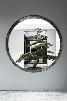 People are familiar with Japanese gardening, think that Chinese gardening would be similar his is untrue. While the Japanese garden is very ordered and serene. Chinese Interior, Asian Interior, Japanese Interior, Interior Modern, Chinese Garden, New Chinese, Chinese Style, Chinese Fashion, Japanese Gardens