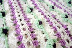 Crochet afghan flower buds purple white por lovinghandscrochet, $280.00