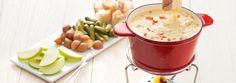 Combiner uniformément le gruyère, la fontina et le gouda avec la fécule de maïs; réserver. Mettre un caquelon résistant à la chaleur ou une grande casserole à fond épais sur un feu moyen...