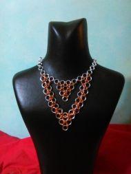 Χειροποίητο κολιέ σε μοντέρνο σχέδιο Handmade Jewelry, Pendants, Chain, Bracelets, Earrings, Fashion, Ear Rings, Moda, Stud Earrings