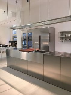 Stainless steel kitchen by Boffi at De Padova Stainless Steel Kitchen Cabinets, Stainless Steel Furniture, Stainless Steel Bar, Kitchen Wet Bar, Wooden Kitchen, Kitchen Furniture, Kitchen Interior, Kitchen Decor, Restaurant Kitchen Design