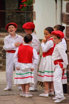 Basque boys wearing traditional colors at the Fiesta of San Fermin, Pamplona, Spain. Bay Of Biscay, Pretty Ballerinas, Spanish Fashion, Bilbao, Ethnic Outfits, Basque Country, American Country, Folk Costume, My Heritage
