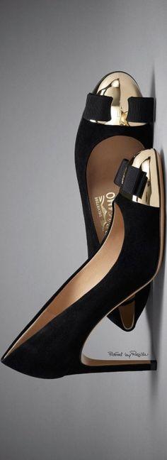 "High Heels ~ Classic ""Amazing"" Look ~ Regilla ⚜ Salvatore Ferragamo Pretty Shoes, Beautiful Shoes, Cute Shoes, Me Too Shoes, Dream Shoes, Crazy Shoes, Shoe Boots, Shoes Sandals, Chic Chic"